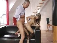 Gina Gerson baise vieux gars
