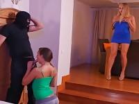 Butin anal avec la maman et sa fille