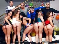 5 Latinas sbattuto in un'orgia