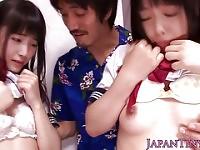 Piccole studentesse nippon succhiare gallo in trio