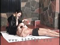 Donne dominanti giapponese K godere dello schiavo nella cera calda