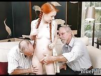 Petite rousse fondeled par pervy vieillards