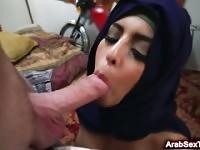 Wie arabische Freundinnen abholen? Beobachten und zu lernen