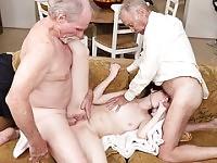 Deux vieillards putain le poussin chaud Alex Harper