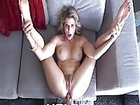 Sexy mamma dà il figlio qualche culo
