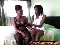 Cornea ragazze africane giocando ogni altri pussies in camera da letto