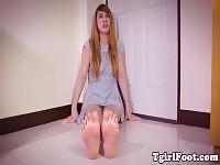 Amatoriale piedi modello tgirl closeup flessione