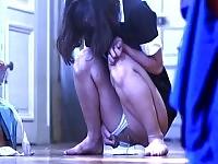Troia adolescente avere un orgasmo stimolando la pipì