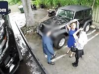 Blonde milf fellation de voiture sucer de stationnement