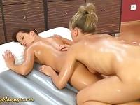 sexe de massage nuru lesbiennes sauvages