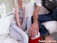 Jeune beauté footfetish doigter et baisée