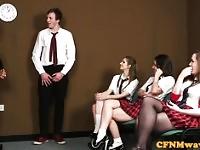 Compagno di classe di inglesi CFNM scolaretta cocksucking