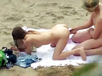 Plage fluage captures couple baise en public