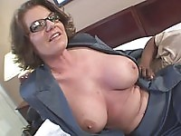 Big breast hot mama did eight finger clap on her pussy