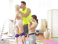 Ados FitnessRooms Young baise grosse queue de gym teacher s