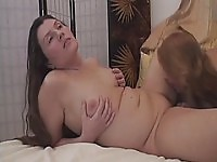 Roberta et Tatiana sont deux mamies horny addicted to tapis grignotant