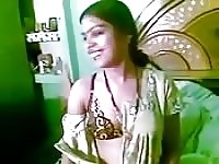 Sizzling Indian amateur exposes her designer bra and great rack