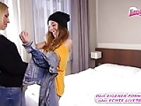 German Blond Teen schleppt girly im Hotel ab.