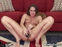 Querida pequena titted Tori Black, divertindo-se por Masturbating.