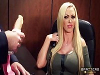 Blondes sexvideo mit Nikki Benz, Keiran Lee und Summer Brielle.