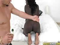 Godly trimmed ebony Suzie Somers brings man to ejaculation.